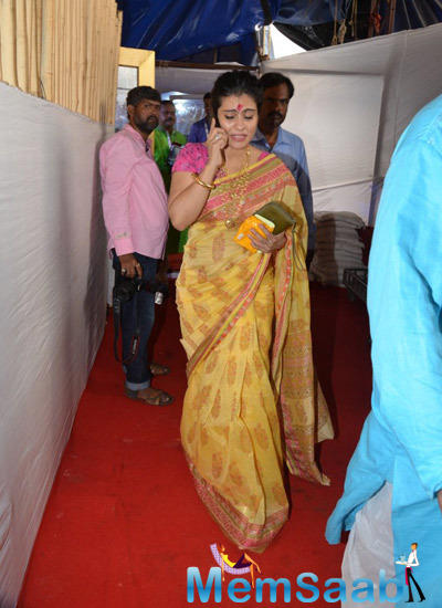 Kajol Devgan In Busy With Phone During Durga Puja Celebration At North Bombay Sarbojanin Durga Puja Pandal
