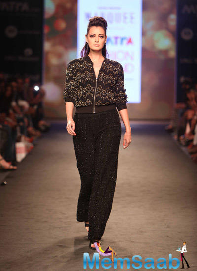 Dia Mirza Walks On Ramp At Myntra Fashion Weekend 2014 Day 1