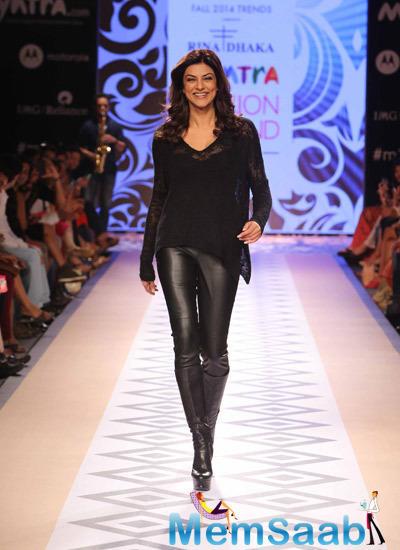 Sushmita Sen Showstopper For Designer Rina Dhaka At Myntra Fashion Weekend 2014 On Day 1