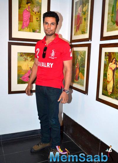 Randeep Hooda Posed For Camera At Painting Exhibition During The Promotion Of Rang Rasiya