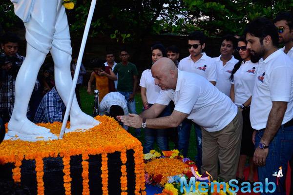Anupam Kher Salute Mahatma Gandhi During The Promotion Of Ekees Topn Ki Salami
