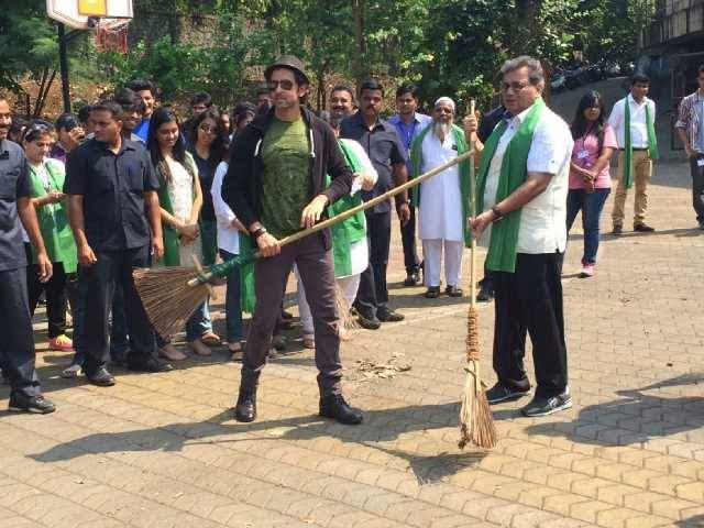 Hrithik Roshan Contributes a Clean Initiative With Subhash Ghai At Whistling Woods