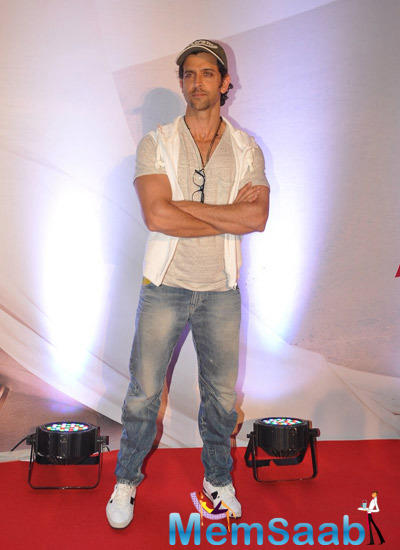 Hrithik Roshan Looked Dashing In His Casual Avatar During Bang Bang Special Screening Hosted By Him