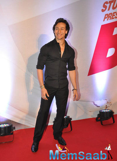 Tiger Shroff Flashes Smile In Red Carpet At Bang Bang Special Screening Hosted By Hrithik Roshan
