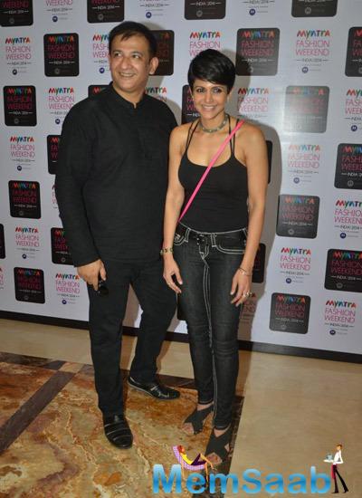 Mandira Bedi Smiling Pose During Myntra Fashion Weekend 2014