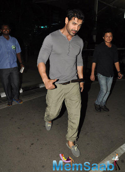 John Abraham Dashing Cool Look At Mumbai Airport