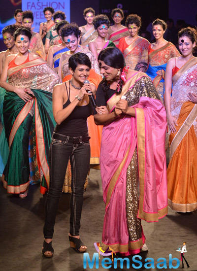 Mandira Bedi And Sunil Grover Cool Look On Ramp At Myntra Fashion Weekend 2014 Finale