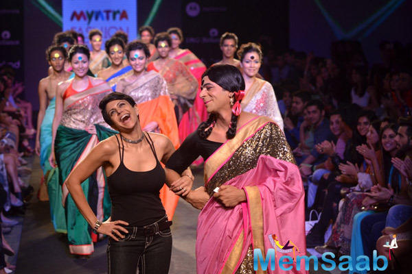Mandira Bedi On Ramp With Sunil Grover During Myntra Fashion Weekend 2014 Finale