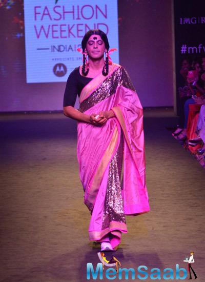 Sunil Grover Aka Gutthi Walked On Ramp For Mandira Bedi During Myntra Fashion Weekend 2014 Finale
