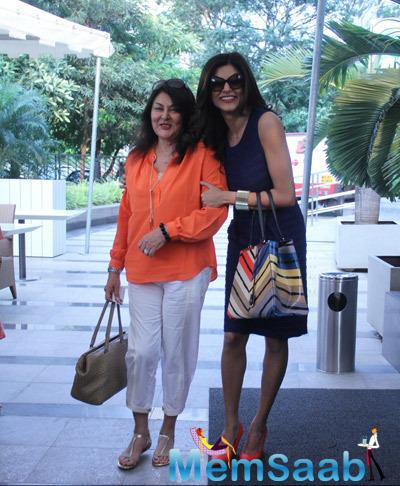 Sushmita Sen Cool Smiling Look At Beauty At Your Fingertips Book Launch