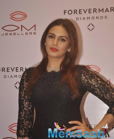Huma Qureshi Gorgeous Look In Red Lippy During The Launch Of Forevermark Diamonds Festive Collection