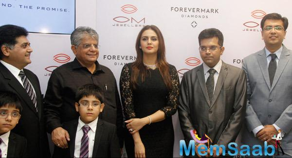 Huma Qureshi Launched Forevermark Diamonds Festive Collection 2014
