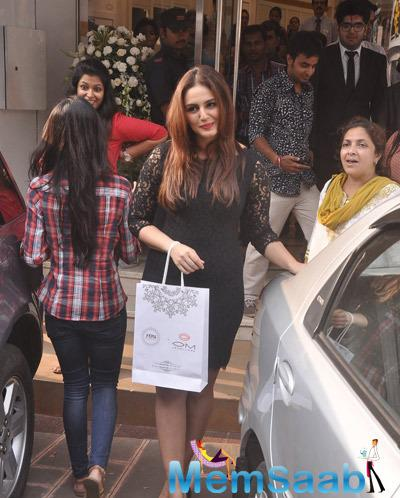Huma Qureshi Posed Near A Car At The Launch Of Forevermark Diamonds Festive Collection
