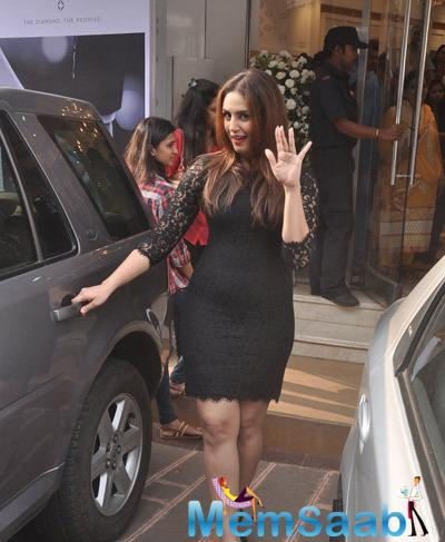 Huma Qureshi Waves Hand For Fans During Forevermark Diamonds Festive Collection Launch