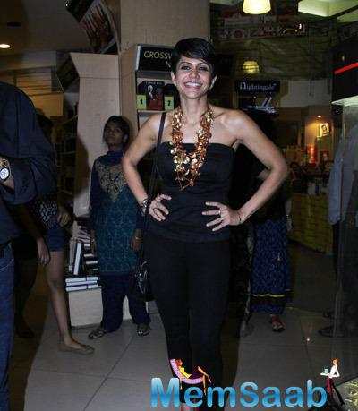 Mandira Bedi Smiling Pose For Camera During The Launch Of Vikram Sathaye Book