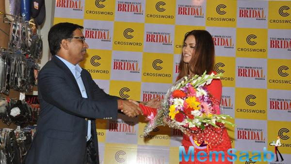 The Bridal Mantra Team Greets Esha Gupta With Flower Bouquet