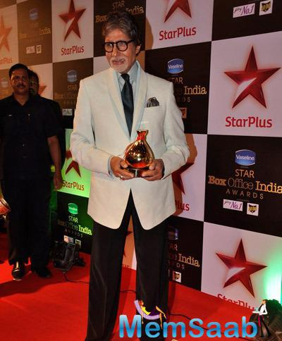 Amitabh Bachchan Impresses The Fans With A Gracious Smile