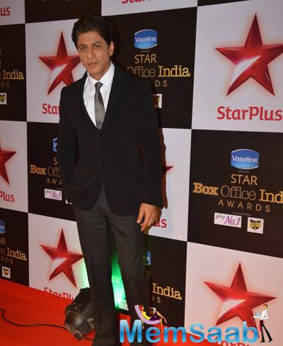 Bollywood King Khan Handsome Look On Red Carpet During Star Plus Box Office Awards 2014