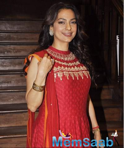 Juhi Posing For Shutterbug At Vocational Excellence Award Function