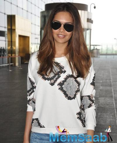 Esha Gupta Stylish Look During Snapped At Mumbai International Airport