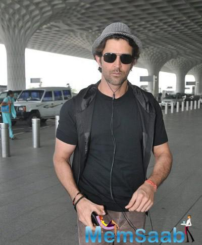 Hrithik Roshan Cool Stylish Look During Mumbai International Airport