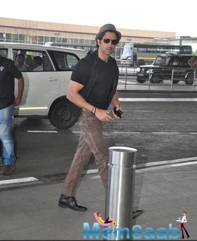 Hrithik Roshan Spotted At Mumbai International Airport
