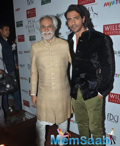 Christian Louboutin And Arjun Rampal Posing For Shutterbug On Day 5 Of Wills For Rohit Bal Show