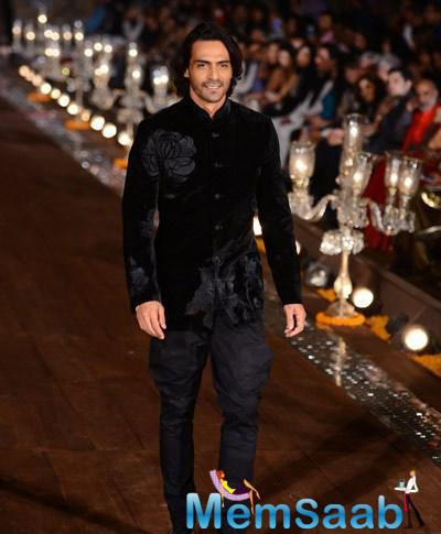 Arjun Rampal Dashing Look On Ramp At The Grand Finale Of WIFW Spring-Summer 2015