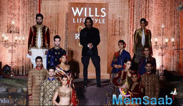 Arjun Rampal Showstopper For Designer Rohit Bal At WIFW Spring-Summer 2015 Grand Finale