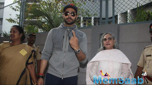 Abhishek Bachchan Posed His Mom Jaya Bachchan Showing His Inked Finger