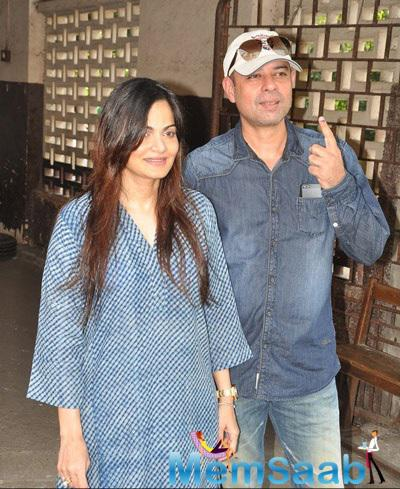 Alvira Khan And Hubby Atul Agnihotri Snapped At Polling Booths For Voting For Maharashtra State Elections 2014