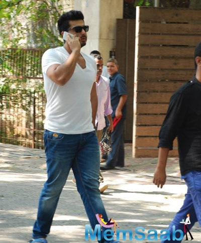 Arjun Kapoor Snapped At Polling Booths For Voting For Maharashtra State Elections 2014