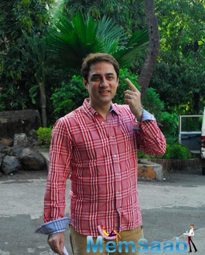 Faisal Khan Snapped At Polling Booths For Voting For Maharashtra State Elections 2014