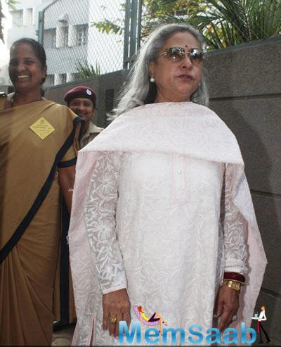 Jaya Bachchan Snapped At Polling Booths For Voting For Maharashtra State Elections 2014