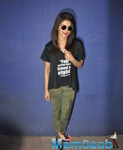 Priyanka Chopra Posed With Inked Finger At Polling Booths For Voting For Maharashtra State Elections 2014