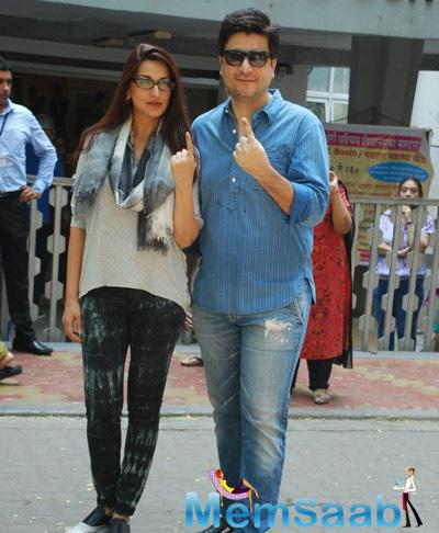 Sonali Bendre And Her Hubby Goldie Behl Cast Their Vote For Maharashtra State Elections 2014