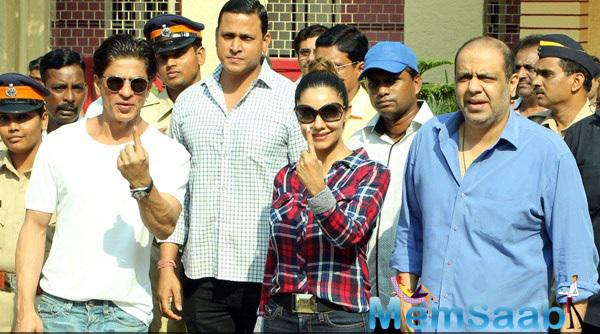 SRK And Wife Gauri Cast Their Vote For Maharashtra State Elections 2014