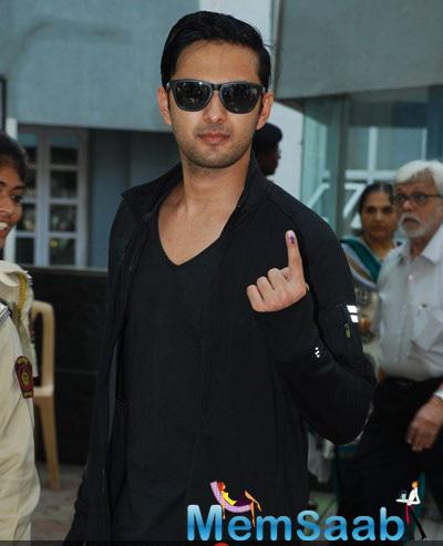 Vatsal Sheth Showing Inked Finger Cast His Vote For Maharashtra State Elections 2014