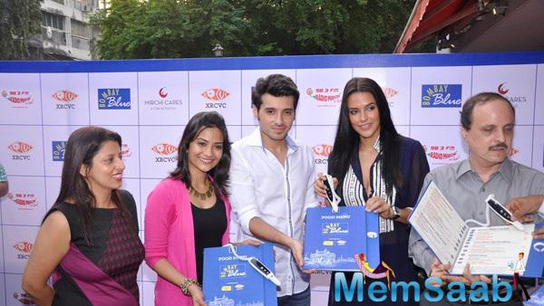 Lead Actors From Ekkees Toppon Ki Salaami Launch India's First Audio And Braille Menu