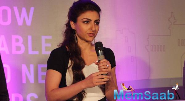 Soha Interacted With Media At The Launch Of Ola Cabs App For Booking Of Mumbai's Kaali Peeli Taxis