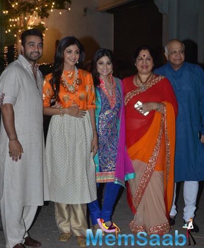 Raj,Shilpa Her Sis Shamita Shetty And Their Parents Pose For A Family Picture At The Celebrations