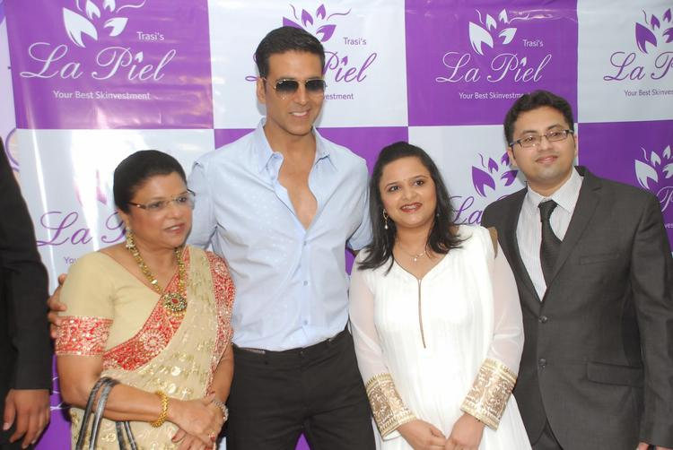 Akshay Kumar Posing For Camera At The Launch Of Dr Trasi's La Piel Clinic