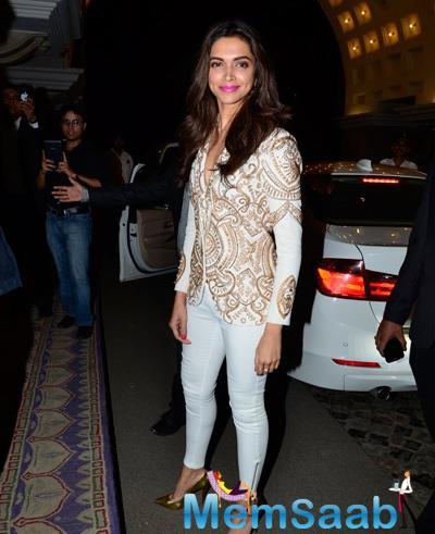 Deepika Padukone Stunning Look Pose During ABP Mazha Party