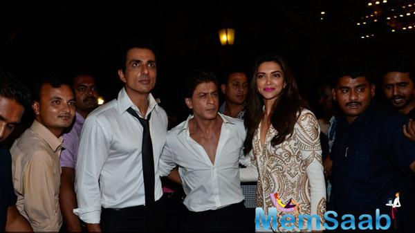 Sonu Sood,SRK And Deepika Padukone Attend The ABP Mazha Party