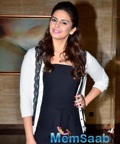 Dazzling Huma Qureshi Flashes Smile On Day 5 Mumbai Film Festival