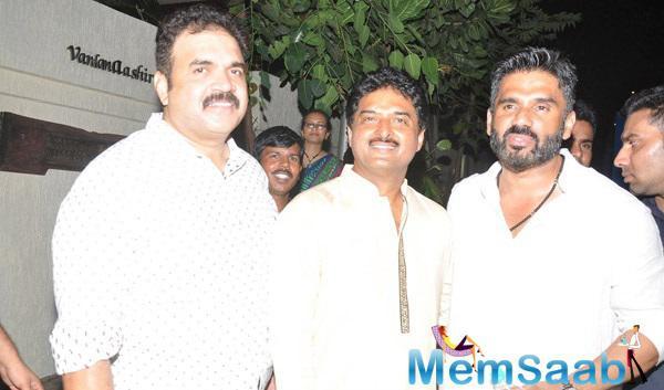 Sunil Shetty Poses With Friends At Vardan Aashirwad House Party