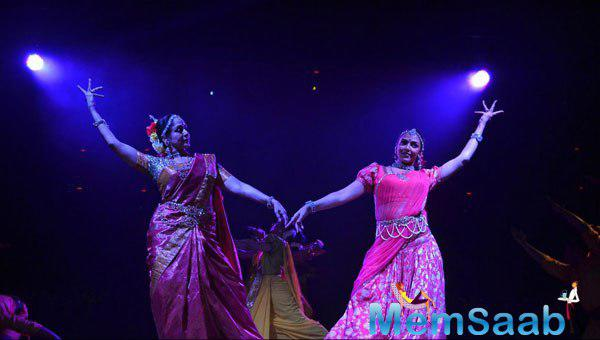 Hema Malini And Esha Deol Performed Ganesh Vandana At The Launch Of Pune Festival