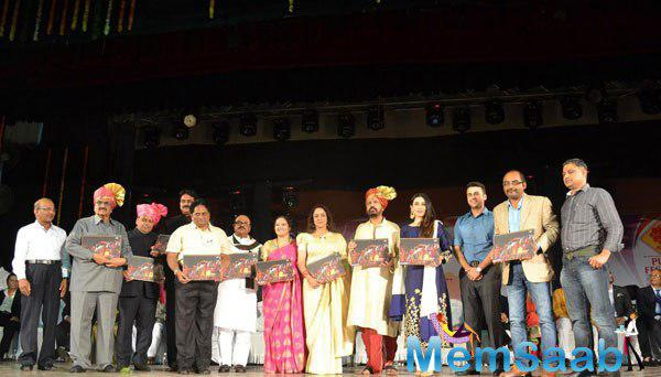 Hema Malini And Karisma Kapoor Attended The Launch Of The Pune Festival 2014