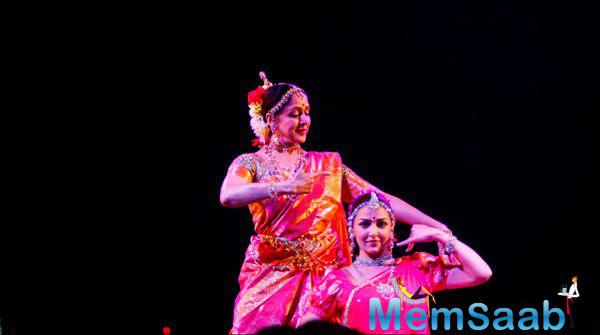 Hema Malini Performed With Daughter Esha Deol At The Launch Of Pune Festival 2014