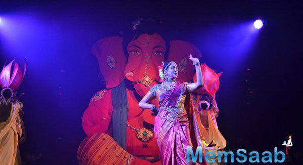 Hema Malini Performed Ganesh Vandana During The Launch Of Pune Festival 2014